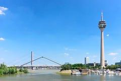 dusseldorf rheinturmtorn Arkivfoto