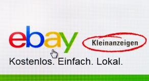 Dusseldorf Tyskland - Maj 09, 2017: website av Tyskland ebay den lilla annonseringen - ebay kleinanzeigen Arkivbilder