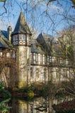 Dusseldorf Tyskland - sikten av gamla hus parkerar in Arkivbild