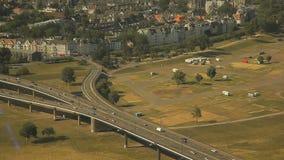 Dusseldorf von der Höhe des Vogelfluges stock video