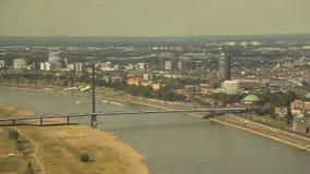 Dusseldorf von der Höhe des Vogelfluges stock video footage
