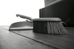 Dustpan brush wooden floor A Royalty Free Stock Photos