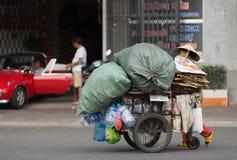 Dustwoman mayor vietnamita en Vietnam Imagenes de archivo