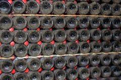 Dusty Champagne-flessen Stock Foto's
