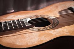 Dusty Classical Guitar-Close-up royalty-vrije stock afbeeldingen