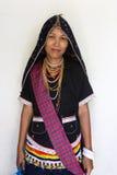 Dusun etnisch traditioneel kostuum stock foto's