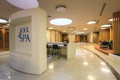 Dusza zdroju wnętrze w Sochi Marriott hotelu w Gorky Gorod kurorcie Hol i przyjęcie widok obraz stock