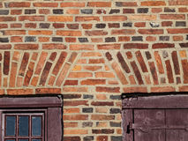 Dutch Brick Work On Old Hudson Valley Dutch Home. Detail of the soldier arch or flat arch above the doorways of an historic 18th c. Dutch home in the Hudson Stock Photo