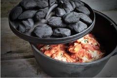 Dutch Oven Pasta With Lid Open do ferro fundido Foto de Stock Royalty Free