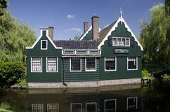 Dutch wooden houseon canal Royalty Free Stock Photos