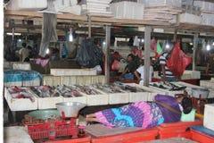 Dutje in de vissenmarkt in Jimbaran, Bali Stock Afbeelding