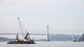 DUTRA-BÄVER som muddrar i Sanen Francisco Bay Royaltyfria Foton