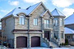 Duur huis in sneeuw royalty-vrije stock afbeelding