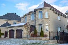 Duur huis in sneeuw royalty-vrije stock foto's