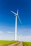 Duurzame energie door windturbine Stock Afbeelding