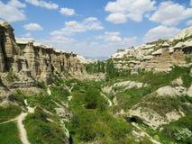 Duvadalen lokaliseras mellan byarna av Uchisar och Goreme Cappadocia Turkiet royaltyfria foton
