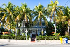 Duval gata i i stadens centrum Key West Royaltyfri Fotografi