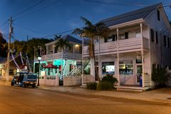 Duval gata på natten, Key West, FL Royaltyfria Foton