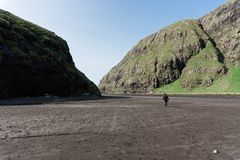 Duvugardar blisko Saksun wioski na Streymoy wyspie przy Faroe Islan fotografia stock