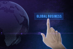 Duwende de oplossingsknoop van de zakenmanhand op een interface van het aanrakingsscherm Stock Foto