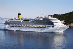 Duży biały statek wycieczkowy Zdjęcie Stock