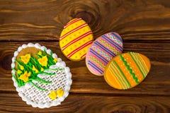 Duzi Wielkanocni ciastka z lodowacenie kordzika lelui topview fotografia stock