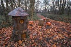 Dvärg- hus från trä Arkivbilder