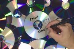 DVD被堆的被盗版的歌曲册页 免版税库存图片