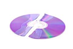 DVD brisé/CD d'isolement sur le blanc Images libres de droits