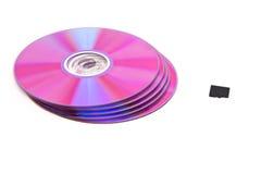 DVD-CD ao lado do cartão de memória fotos de stock