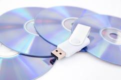 DVD-Diskette und USB-Blitz-Antrieb Stockfotos