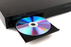 DVD, inserzione del disco del CD al lettore DVD su fondo bianco, primo piano, isolato Fotografia Stock Libera da Diritti