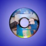 Dvd oder CD und alte Diskette nach innen Stockfotos