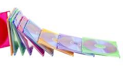 DVDs coloré dans des cadres empilés dans un segment de mémoire Images stock