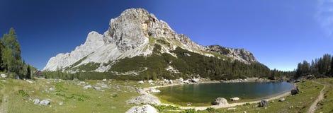 Dvojno Jezero i dalen av sju Triglav Arkivbild