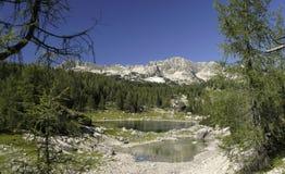 Dvojno Jezero i dalen av sju Triglav lakes Royaltyfria Bilder