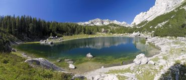 Dvojno Jezero im Tal von sieben Triglav Seen stockfotos