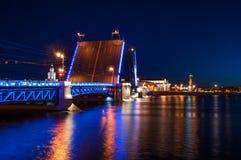 DvortsovyPalace-Brücke stockfoto