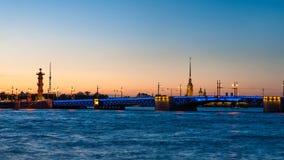 Dvortzovybrug en Peter en Paul Fortress in heilige-Petersburg Stock Fotografie