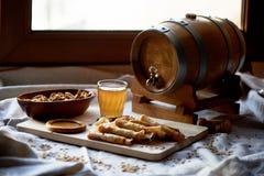 Dwójniak i bliny Rosyjski naczynie dla Shrove Wtorek Pożegnanie zima fotografia stock