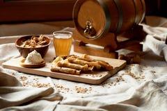 Dwójniak i bliny Rosyjski naczynie dla Shrove Wtorek Pożegnanie zima zdjęcie royalty free