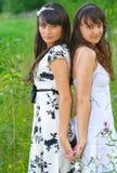 dwóch białych dziewczyn ubiera Zdjęcia Royalty Free