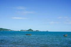 Dwa łodzi połów w morzu Obrazy Royalty Free
