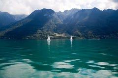 Dwa łodzi w Lemańskim jeziorze Fotografia Stock