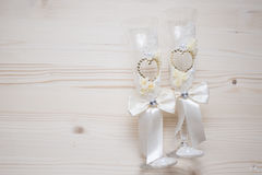 Dwa ślubnego szkła z Rhinestones Zdjęcia Stock