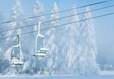 Dwa śnieżystego krzesła pracujący dźwignięcie Zdjęcia Royalty Free