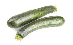 Dwa świeży zucchini na białym tle odosobniony zdjęcia stock