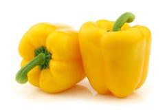 Dwa żółtych dzwonu pieprzu (capsicum) Obrazy Royalty Free