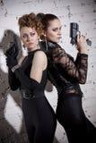 Dwa żeńskiego agenta z pistoletami Fotografia Stock