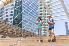 Dwa żeńskiego joggers obrazy royalty free